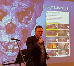 Maarten DOM geeft presentatie over cyberrisico's